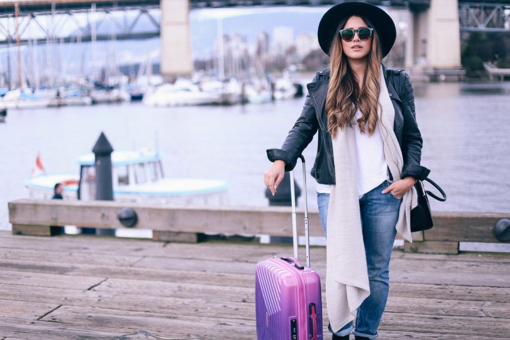8-Traveling hacks for fashion lovers to travel comfortably.