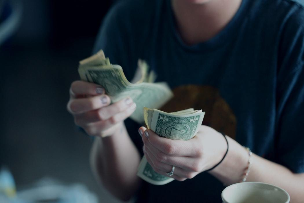 11 Hacks to save money as a student