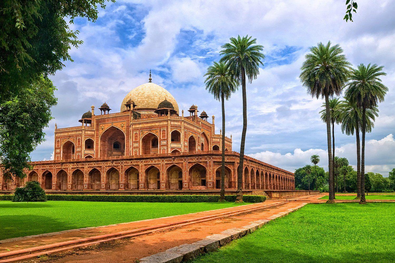 Roam Around the Top 7 Historical Monuments of Delhi