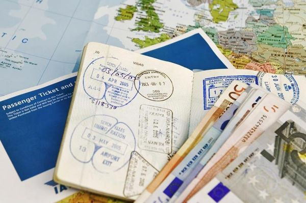 Complete guide to carry & manage important documents while traveling