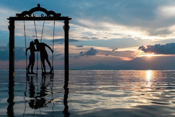 13 Ways to Save Money on Your Honeymoon
