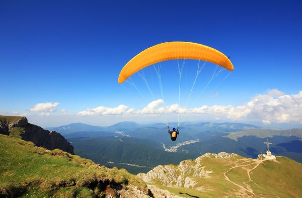 Tired of Walking? Do you wish to fly? Here's 5 places in India for the best paragliding experience!