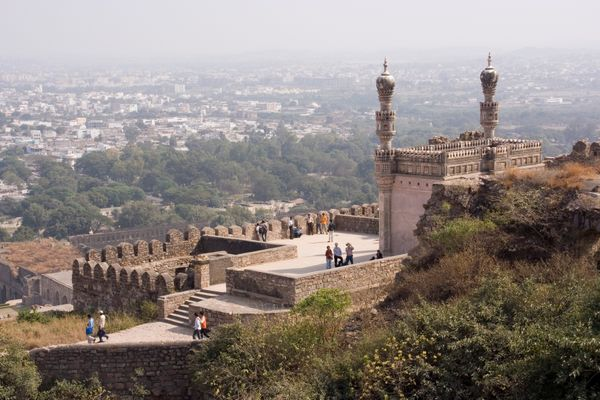 Roam Around the Top 7 Historical Monuments of Hyderabad
