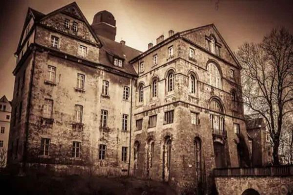 Here's some of the most haunted places in India, you're not aware of!